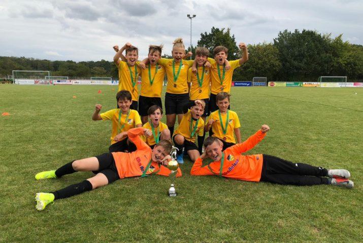 E1 qualifiziert sich mit Turniersieg für die NRW Cup-Endrunde der Deutschen Fußballakademie